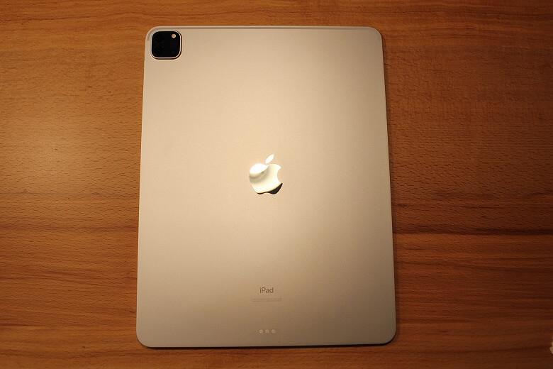 Apple iPad Pro 12.9インチ 2020年モデル 裏面