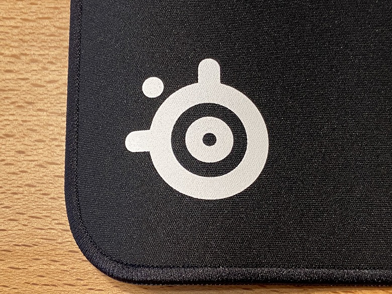 SteelSeries QcK Edge ロゴ