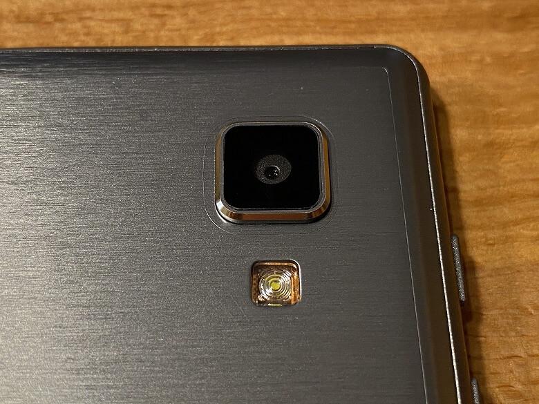 Dragon Touch NotePad 102 カメラとフラッシュ