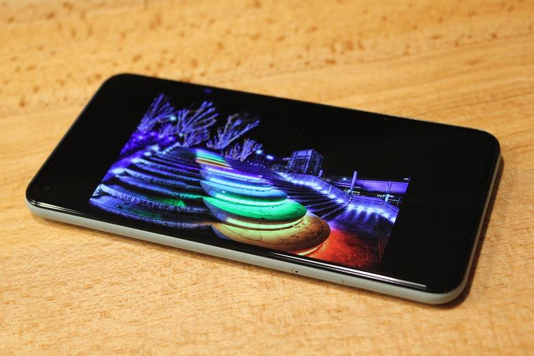 Google Pixel 5 ディスプレイ